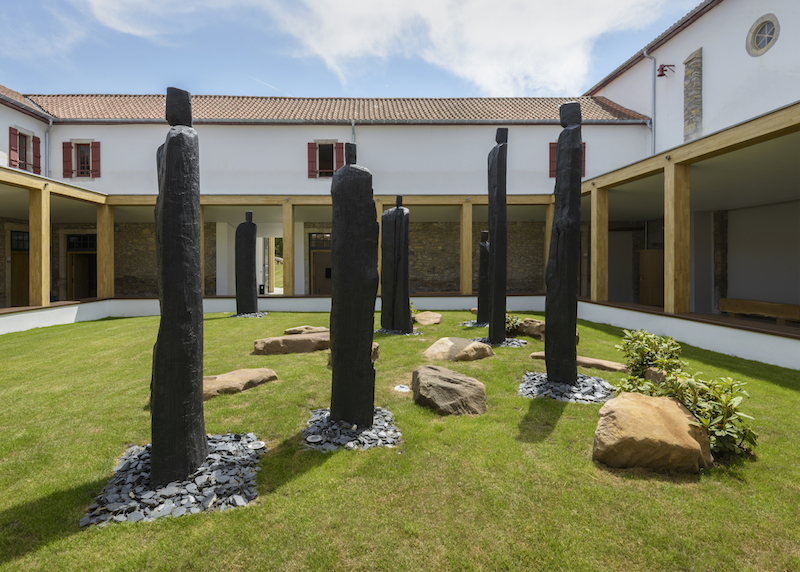 les sculptures de christian lapie saint palais chemins bideak saint palais. Black Bedroom Furniture Sets. Home Design Ideas